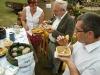 Komisja konkursowa ocenia przysmaki przygotowane przez Koło Gospodyń Wiejskich z Augustowa